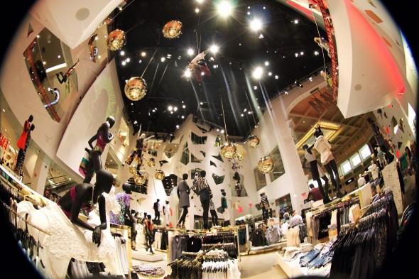 las vegas caesars palace H&M clothing shop_effected