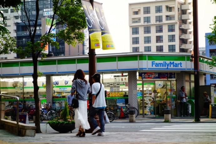 Fukuoka_combini_konbini_family_market_lawson_japan_japon