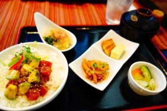 Hokkaido_sapporo_chirashi_avocado_salmon_menu_vegetables_set