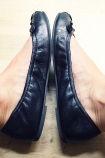 ballerines_ballerinas_flats_mbmj_mice_souris_marc_by_marc_jacobs_black_noir_negro_leather_piel_cuir_shoes_chaussures_COTE_.jpg_effected
