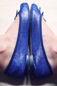 ballerines_ballerinas_flats_repetto_blue_bleu_glitters_iridescent_leather_piel_cuir_shoes_chaussures_COTE_effected