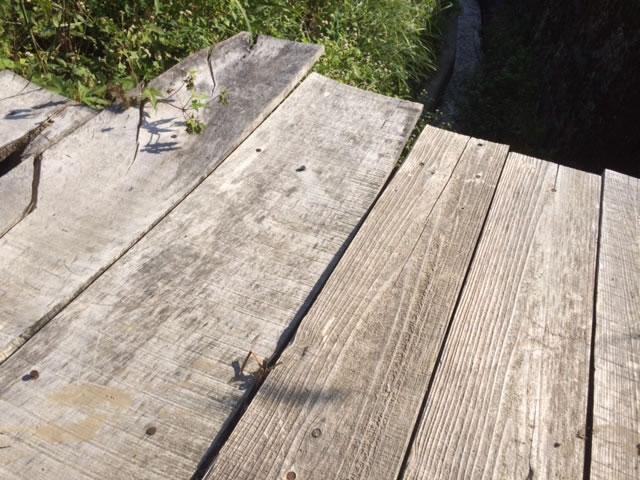 溝板の足跡