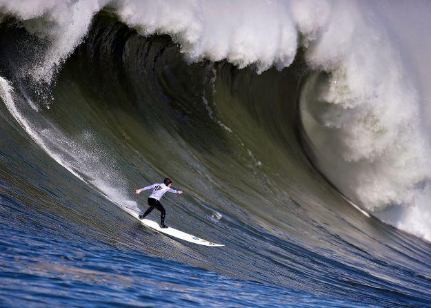 1200px-mavericks_surf_contest_2010a