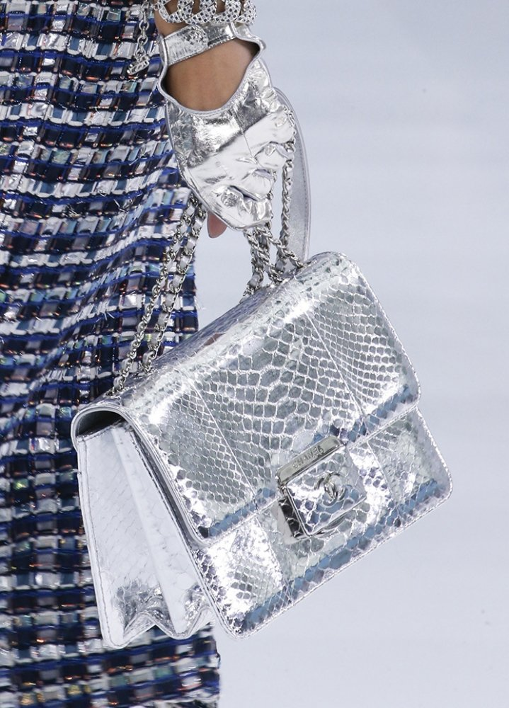Chanel-Spring-Summer-2016-Runway-Bag-Collection-Featuring-New-Squared-Tote-Bag-10