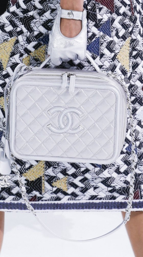 Chanel-Spring-Summer-2016-Runway-Bag-Collection-Featuring-New-Squared-Tote-Bag-6