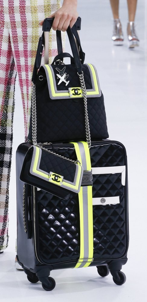 Chanel-Spring-Summer-2016-Runway-Bag-Collection-Featuring-New-Squared-Tote-Bag