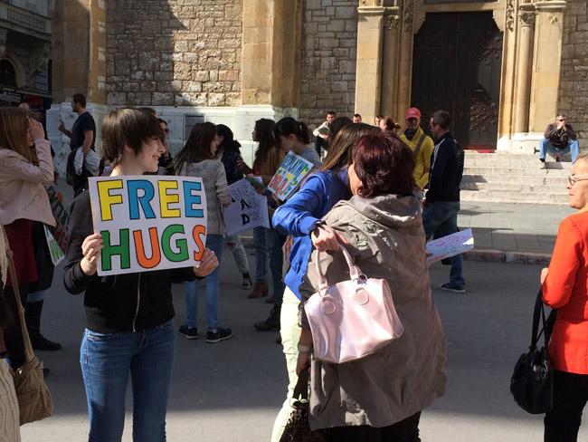 free-hugs-650