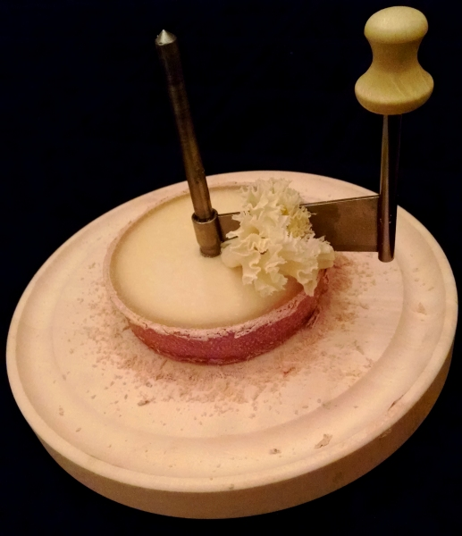 [image: girolle cheese slicer with tete de moine]