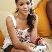 Rihanna-Playing-Xbox-Game