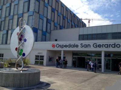 Ospedale San Gerardo l'ingresso con l'opera Ecce Homo
