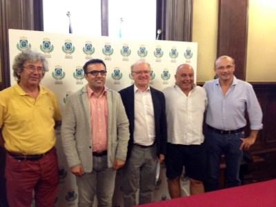 Foto di gruppo con l'Assessore alla Cultura Massimiliano Longo (il secondo da sinistra) alla presentazione di Non Solo Clown 2017