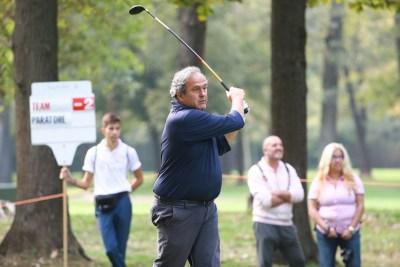Michel Platini all'opera... nonostante la pancetta