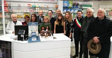 Foto di gruppo al taglio del nastro della nuova farmacia comunale Desio Centrale con sistema robotizzato