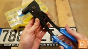 fixer un objet avec un rivet