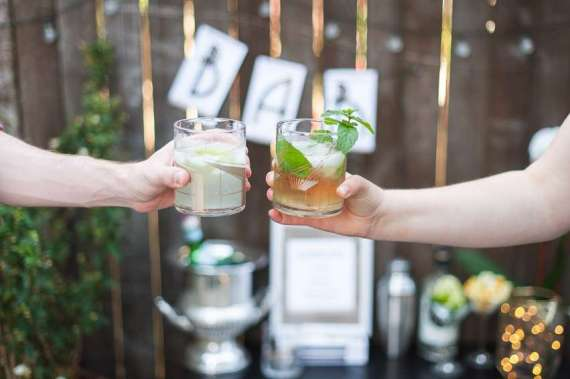 Outdoor-Great-Gatsby-Party-Cheers-Glasses