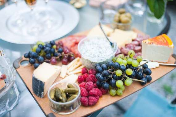 Outdoor-Great-Gatsby-Party-Fruit-Spread