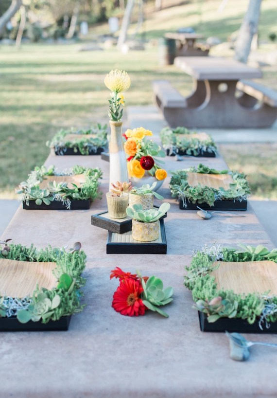 Colorful-Au-Natural-Bridal-Shower-Guest-Seating