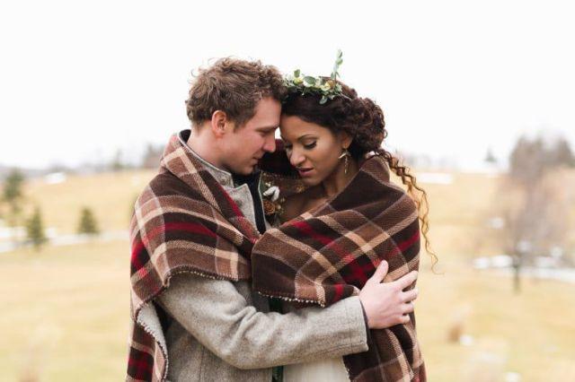 Romantic-Winter-Rustic-Wedding-Bride-Groom-Blanket