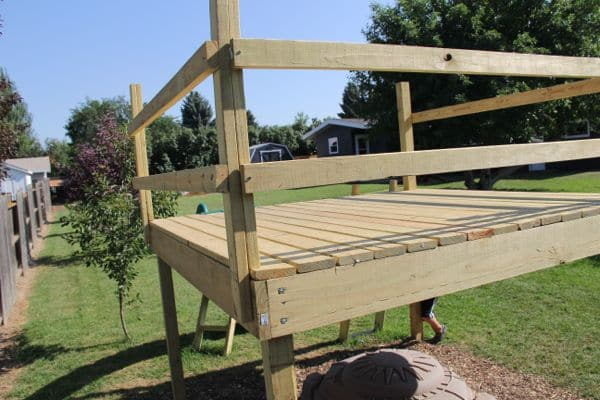 Diy kid 39 s play platform and jumping stumps for Diy kids fort plans
