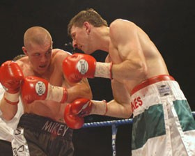 Jamie Moore vs Michael Jones
