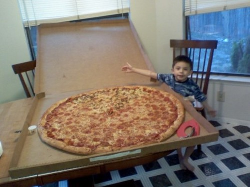 picture of the world's largest pizza