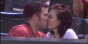 Douchebag proposes to girlfriend at Diamondbacks game