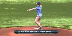 Carly Rae Jepsen threw out a first pitch that defied physics