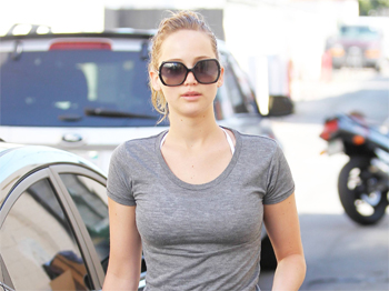 jennifer lawrence camel toe yoga pants