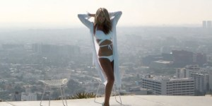 Christie Brinkley and other SI models rocked bikinis for an Air New Zealand safety video