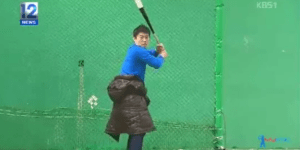 Watch a Korean Reporter Get Hit by a Baseball in the Name of Journalism