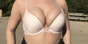 Model Tests The Capacity Of iPhone 6 Camera By Filming Boobs Bouncing Up And Down In Slow-Motion