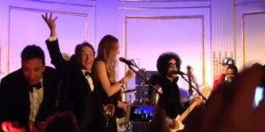 These Videos From The SNL40 After Party Show Celebrities Have It SO Much Better Than Us