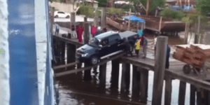 Truck Loads Onto Ferry By Driving Over Flimsy Planks And ZOMG How Many Cars Have Fallen Into That Water?!