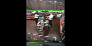 Chill Stoner Girl AWESOMELY Narrates Security Cam Footage Of A Shoplifter