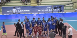 Prankster Photobombs World Champion Volleyball Team During Team Photo, Nobody Catches Him In The Pic