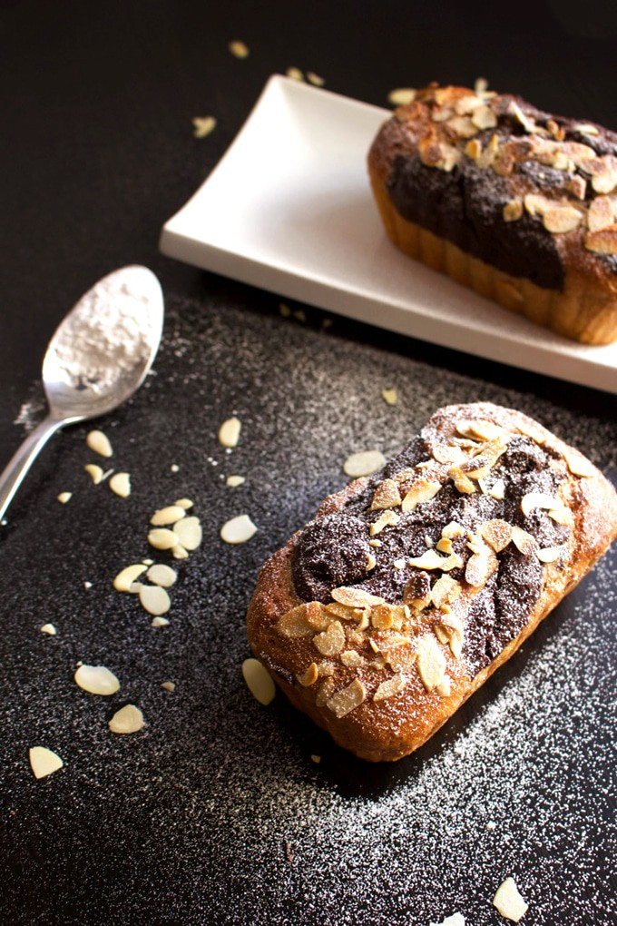 Vegan Chocolate Banana Bread – This vegan loaf cake recipe is very easy and very quick to make, did I mention that it's also oil free? Check it out!