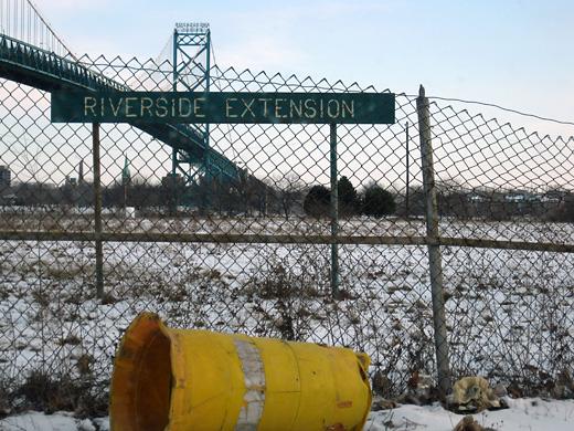 Detroit, Riverside Extension fence