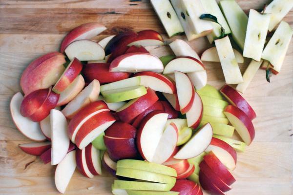 gluten-free apple crisp with blackberries // brooklyn supper