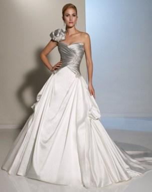 Hvit og sølv brudekjole