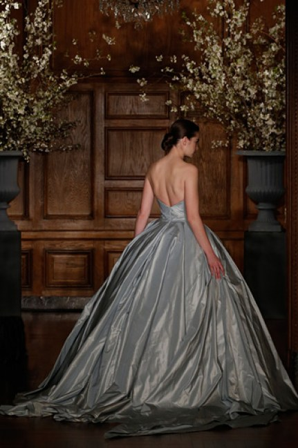 04_Romona-Keveza_Couture-Spring-2014_RK528-Back