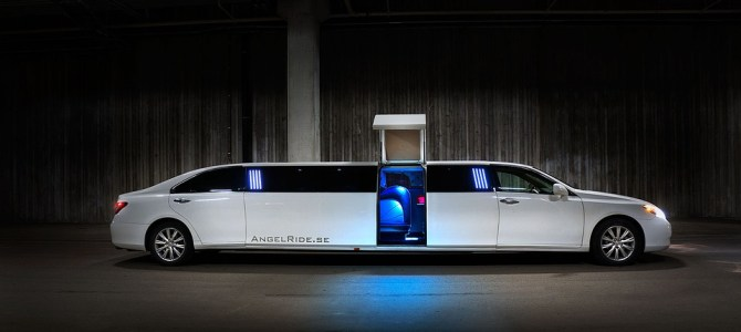 5 Reasons Why You Need A Limousine Service For Your Wedding