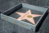 """Миниатюрна стена се появи около звездата на Доналд Тръмп на холивудската """"Алея на славата"""" в Лос Анжелес"""
