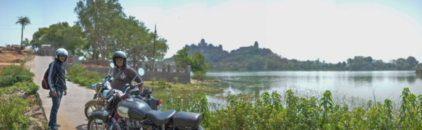 By the lake in Datia, Madhya Pradesh, near the Datia Palace, while on our bulleteers breakfast ride