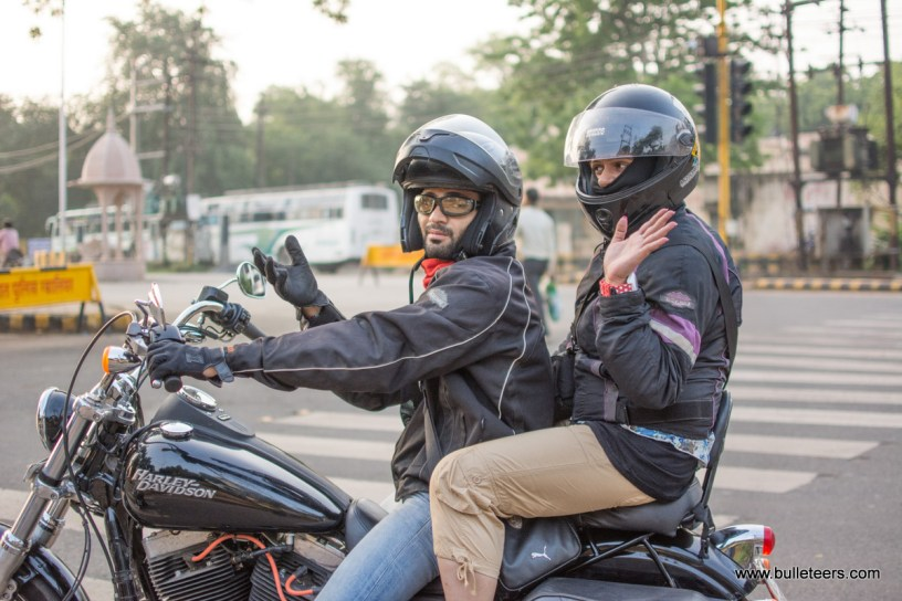 Bulleteers on breakfast ride from Gwalior to Agra