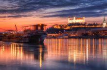 bratislava-danubio_(theodevil 8468135743 CC-BY-NC-ND)