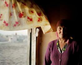 Oltinoy is married to one of the cemetery labourers and has been brought along to take care of the group. She spends her days inside their trailer, preparing meals and sheltering from the sun. The rest of the workers don?t see families for months at a time.