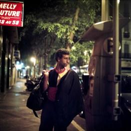 Man op straat, nacht, Marseille, Frankrijk, mei 2012 Foto Bart Koetsier juni 2012 Amsterdam