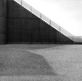 16_Floodwall_and_gravel_Davenport_Iowa_2008