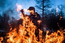 Villebeon, 12 Janvier 2014. Rémy brûle les poubelles. Villebeon, 12 January 2014. Remy burns the garbage.
