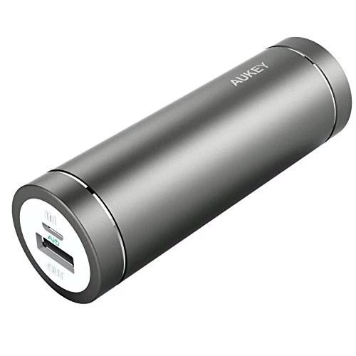 AUKEY Batterie Externe 5000mAh mini batterie portable avec 2 ports USB (Sortie5V/ 2A, Entrée 2A) pour iPhone 7 / 7 Plus / Samsung Galaxy S6 et les autres smartphones, un câble micro usb de 20cm inclus (Gris)